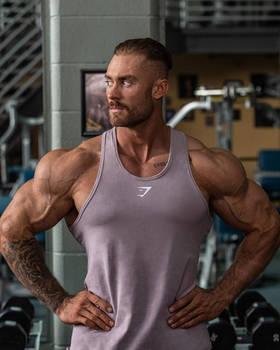 Chris Bumstead 28