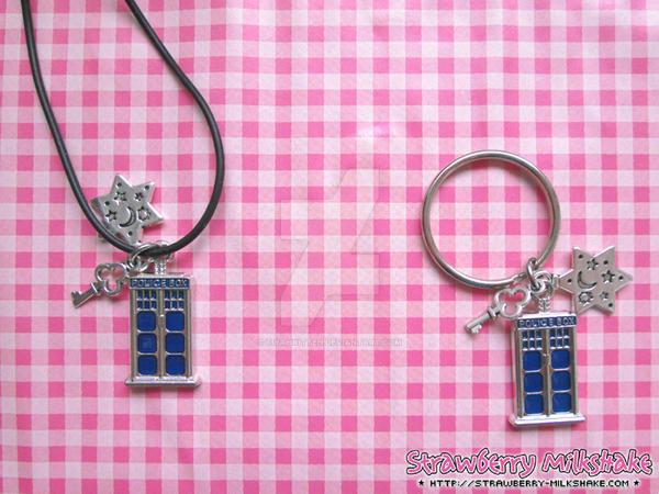 Pendant: *TARDIS S*