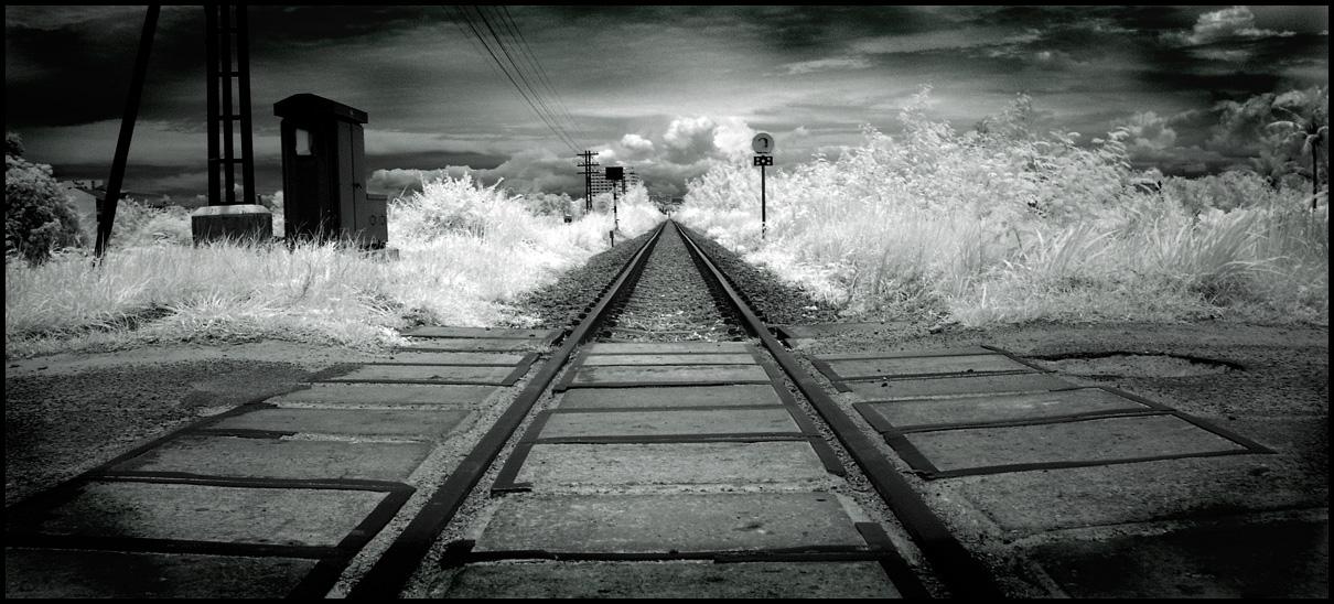 Rails to Infinity infrared... by MichiLauke