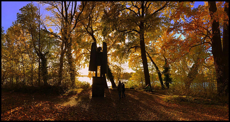 Autumn Angel by MichiLauke