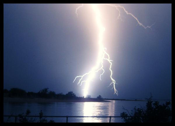 Lightening Storm by solemnhypnotic8x
