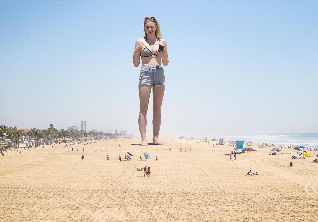 Beach sophie turner ♔ Sophie