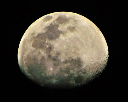 Moon at 9 PM on 4-4-2020