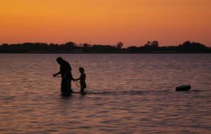 Crabing on the estuary by piczeels