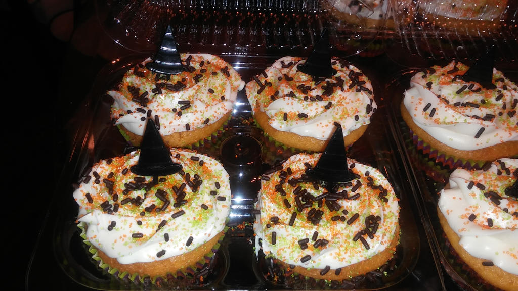 orange creamsicle cupcakes by xjennakillzx