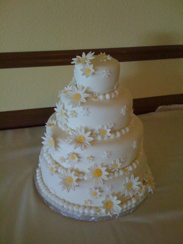 wedding cakes with daisies