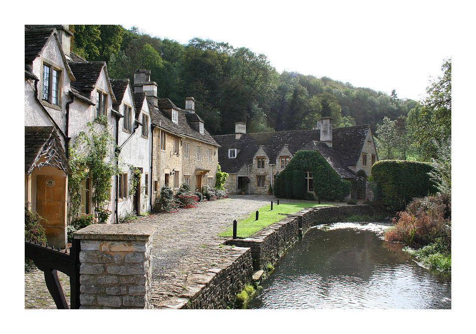 http://fc01.deviantart.com/fs12/i/2006/287/8/a/Castle_Combe_Villiage_by_TheRuneKeeper.jpg