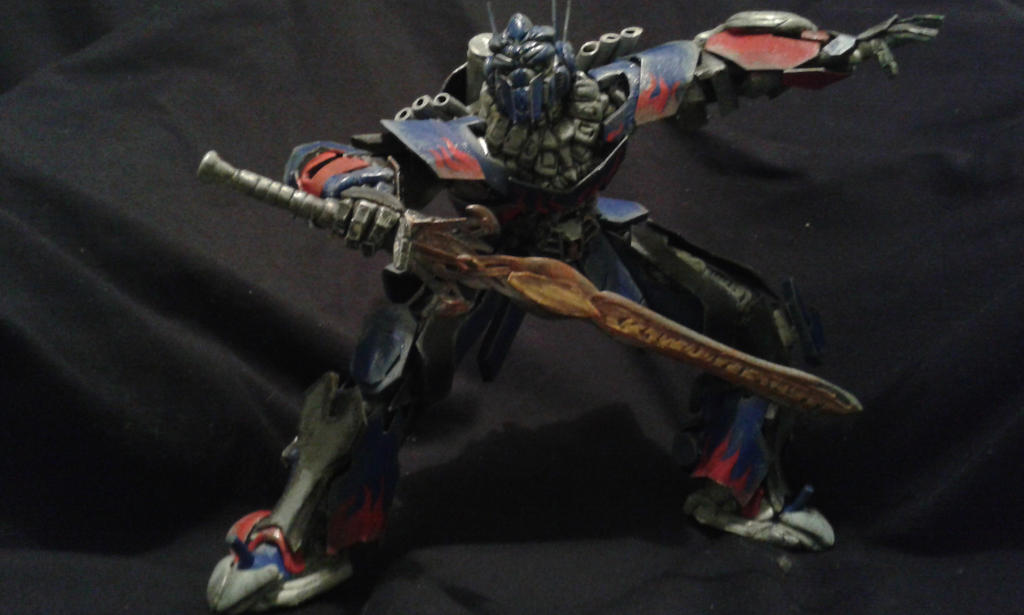 OPTIMUS Prime age of extinction free style sculpt by SergioArayaFigures