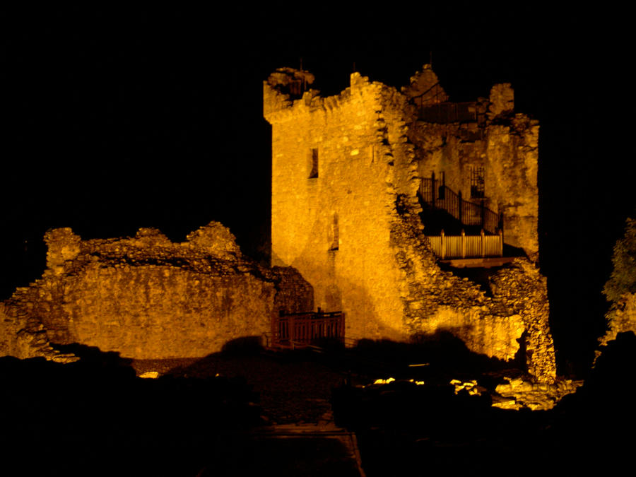 Urquhart Castle At Night Urquhart castle by night by
