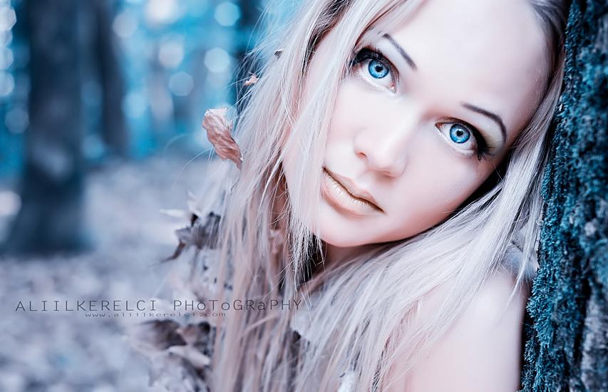 фото блондинка голубые глаза