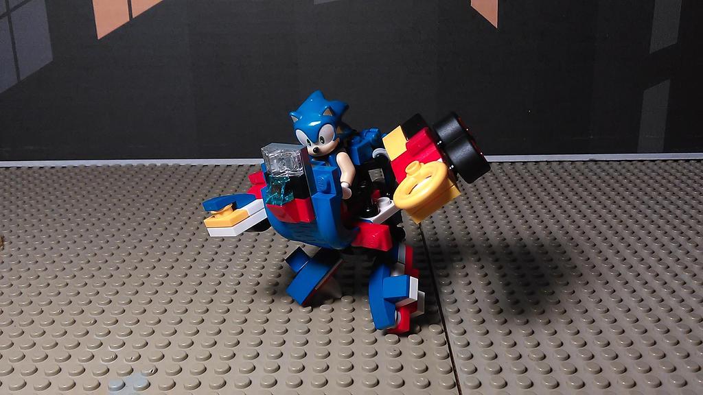Sonic Mech (Robot Mode) by sideshowOfMadness