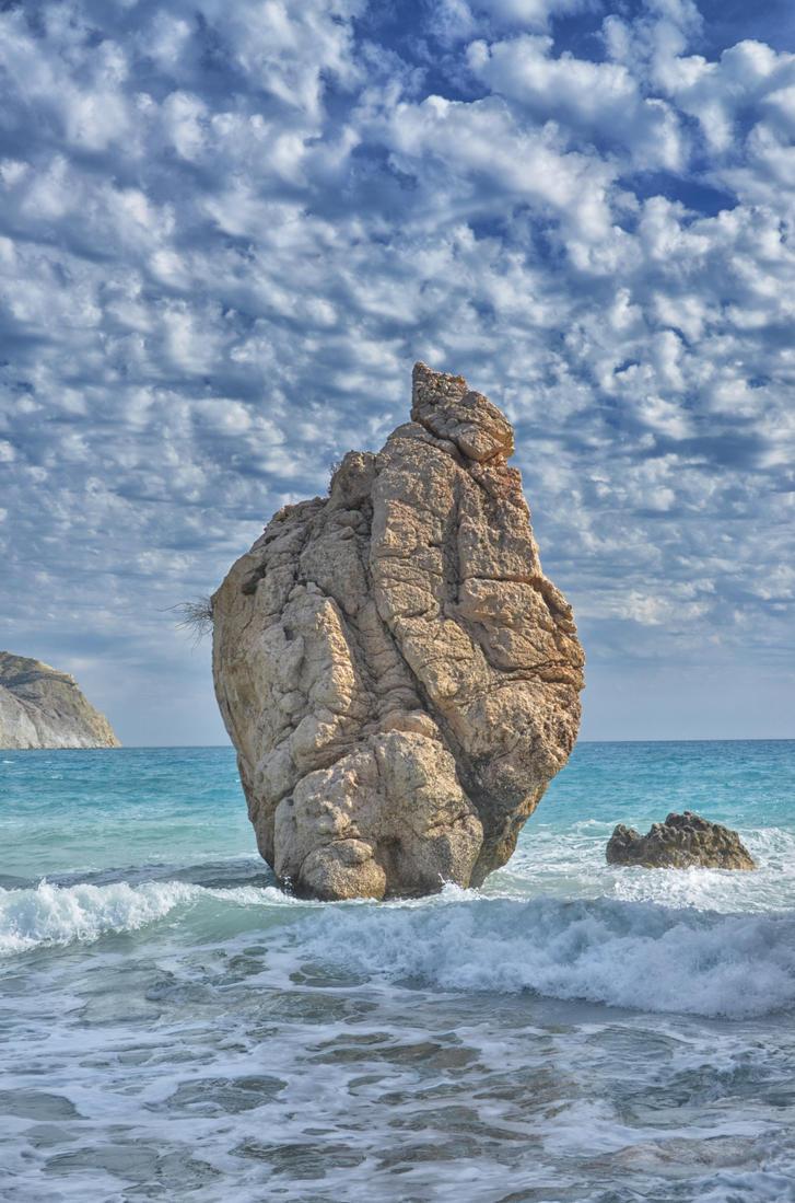 Aphrodites Rock2 by Kami-no-kuroi-namida