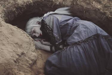 Sandy grave by MariaPetrova
