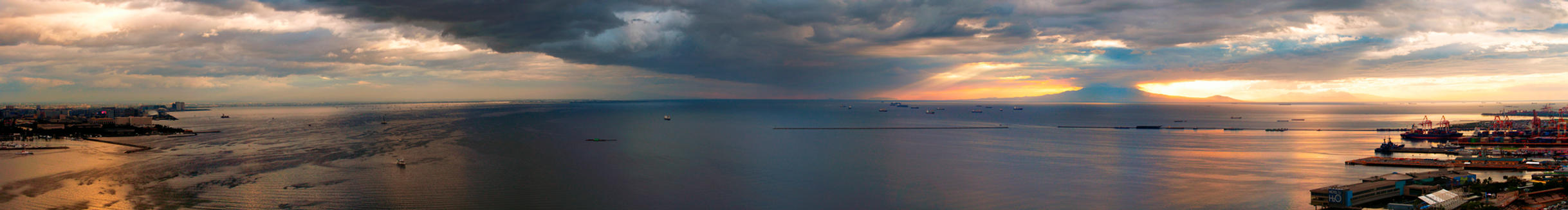 Manila Bay Sunset by PaolaTuazon