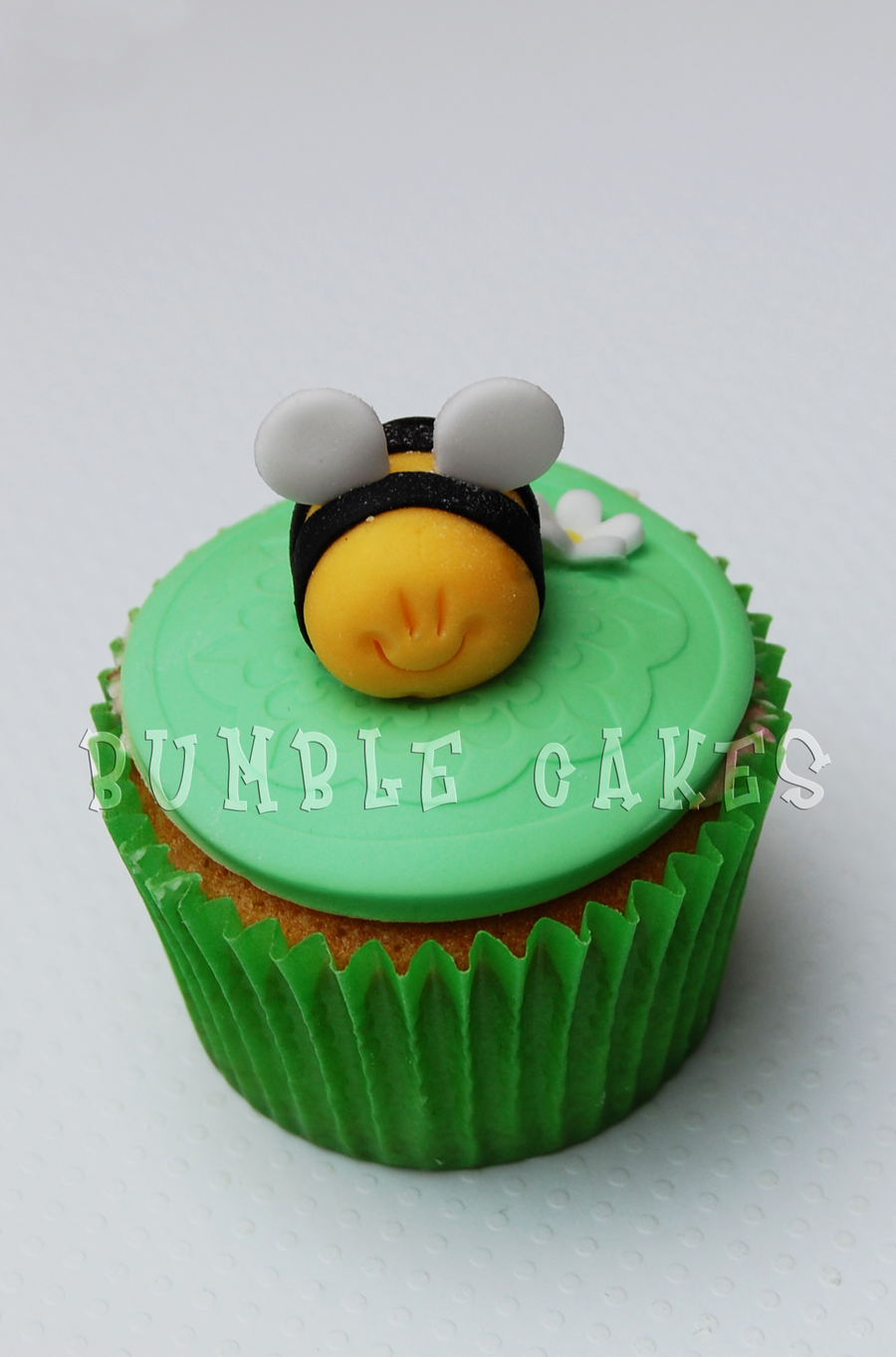 Cutie bug Bee Cupcake by MrsBumble on DeviantArt