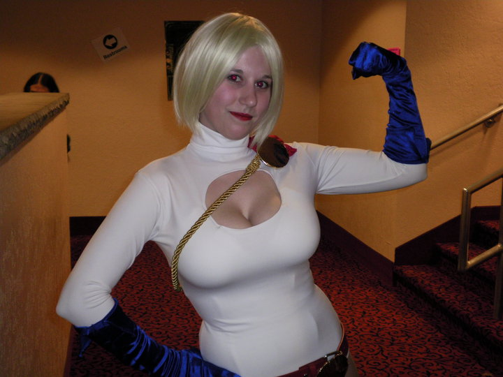 Power Girl Cosplayer Photo 2 by hunterfan