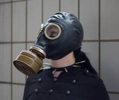 Jenny 05 - gas mask