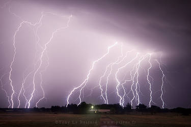 Tornado Alley 2013 - Lightning show by TonyLeBastard