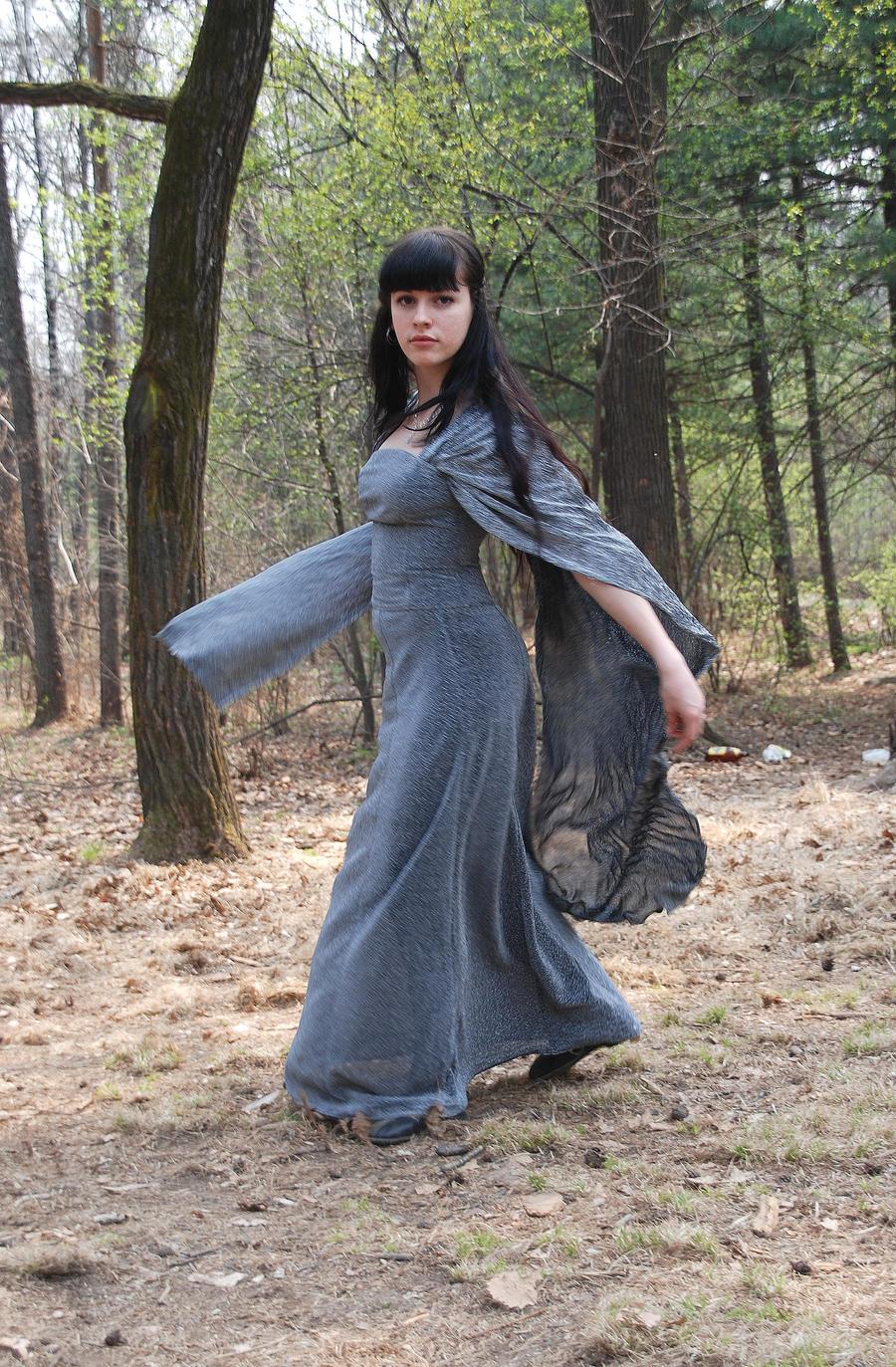 Cosplaying Arwen? by Anarielhime