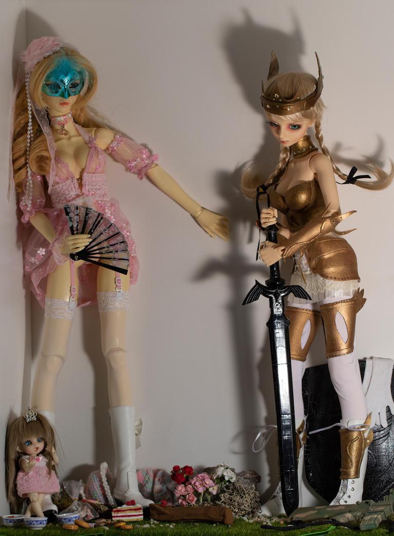 Sofietje, Lucia, Yuki in the showcase closet by Tiriaq