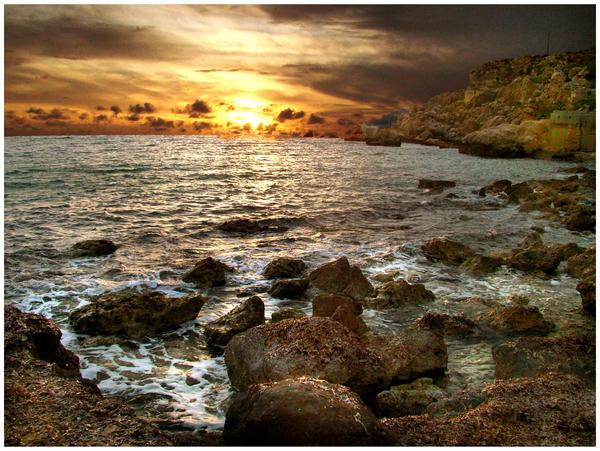 Golden bay by Je-Nice