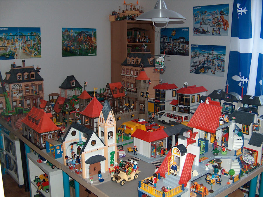 Playmobil town by moonymina on deviantart for Maison moderne playmobil