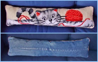 ''Playful Kitty'' Cushion - Finished!