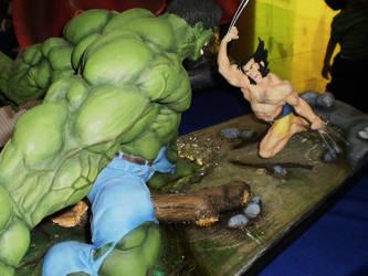 Hulk vs Wolverine diorama by force2reckon