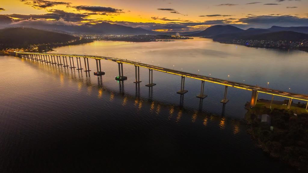 Tasman Bridge by Kyofuu