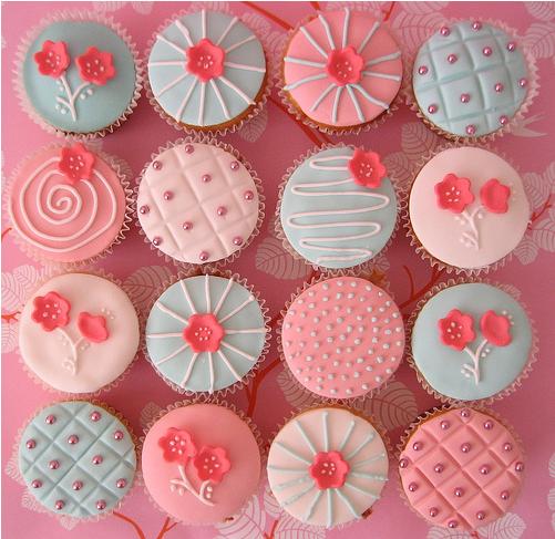 Flowery Pink Cupcakes by xXx--Kawaii--xXx