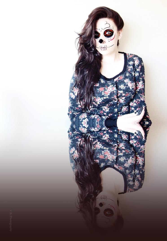 Skull girl by BeatsDeclivity