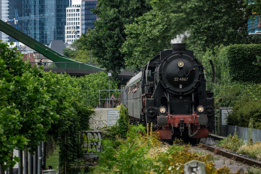 Historical Train by Netsrotj