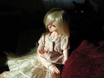 She still waits... by Sutehani