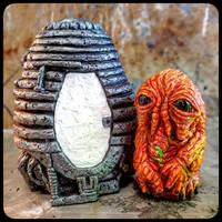 Brundlefly and Telepod Figurine Set