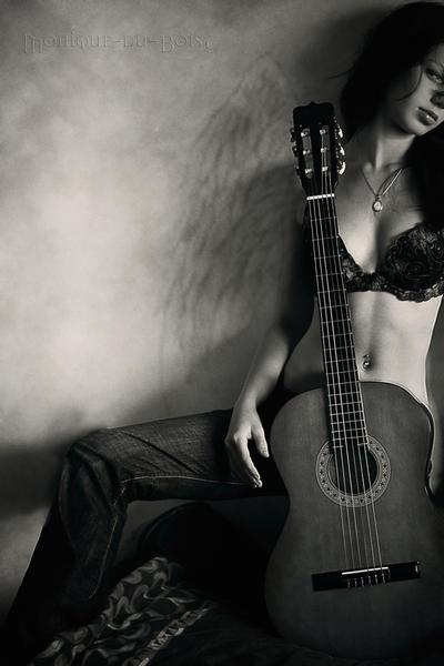 Figure of a woman by Monique du Bois - Ar�iviм*  S�rekli G�ncel ..