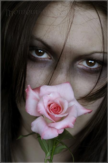 A sinful rose by Monique du Bois - De�i�ik Avatarlar