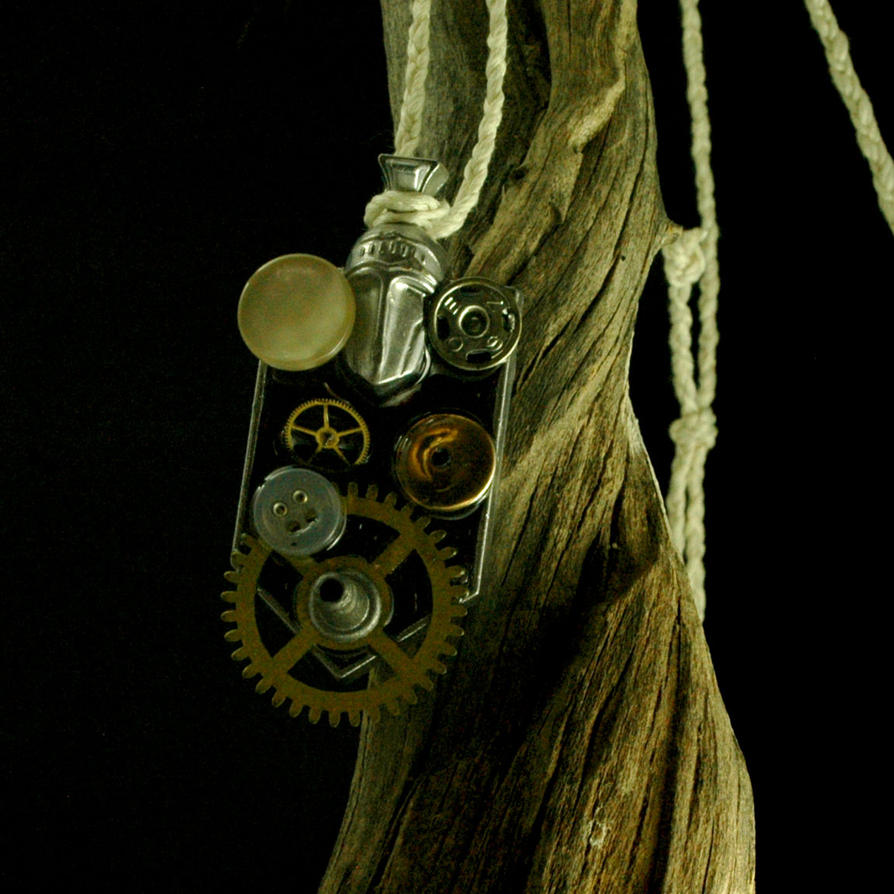 Silver knight, resused, gears, buttons, recycle by grygon
