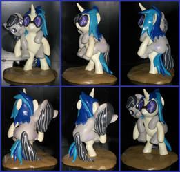 Vinyl Scratch Octavia ponyback ride sculpture
