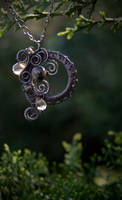 Smokey - pendant by Bodza
