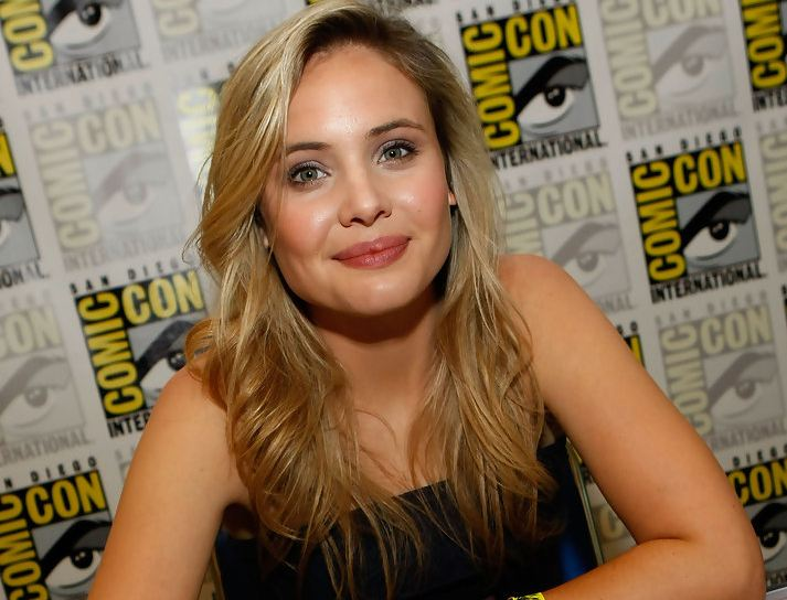 leah pipes twitter
