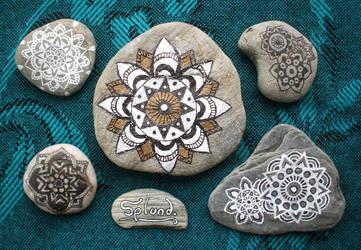 Mandala Pebbles by Splund-Art