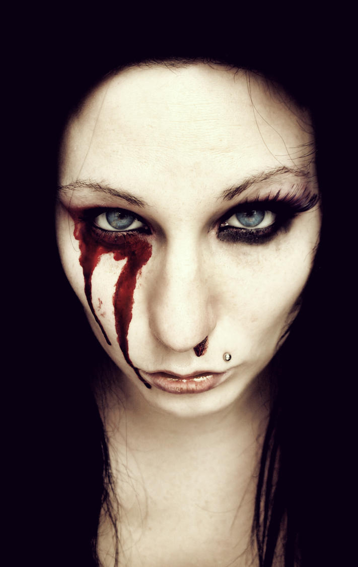 Bloody_girl by stormMajki