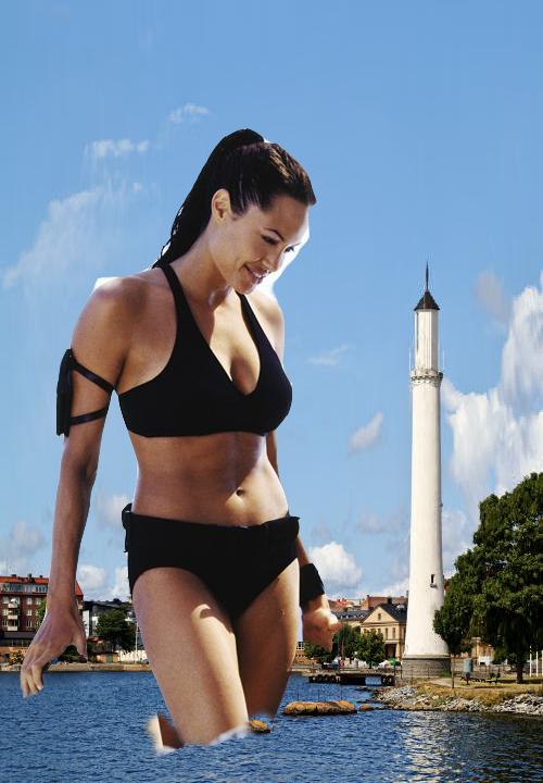 Giantess Angelina Jolie by jjuenger