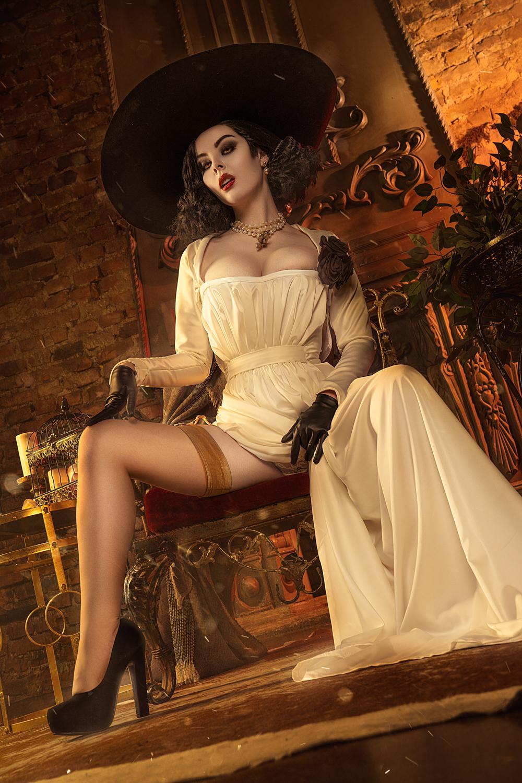 Lady Dimitrescu Cosplay Helly Valentine