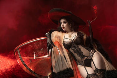 Cosplay Burlesque Dimitrescu by Disharmonica