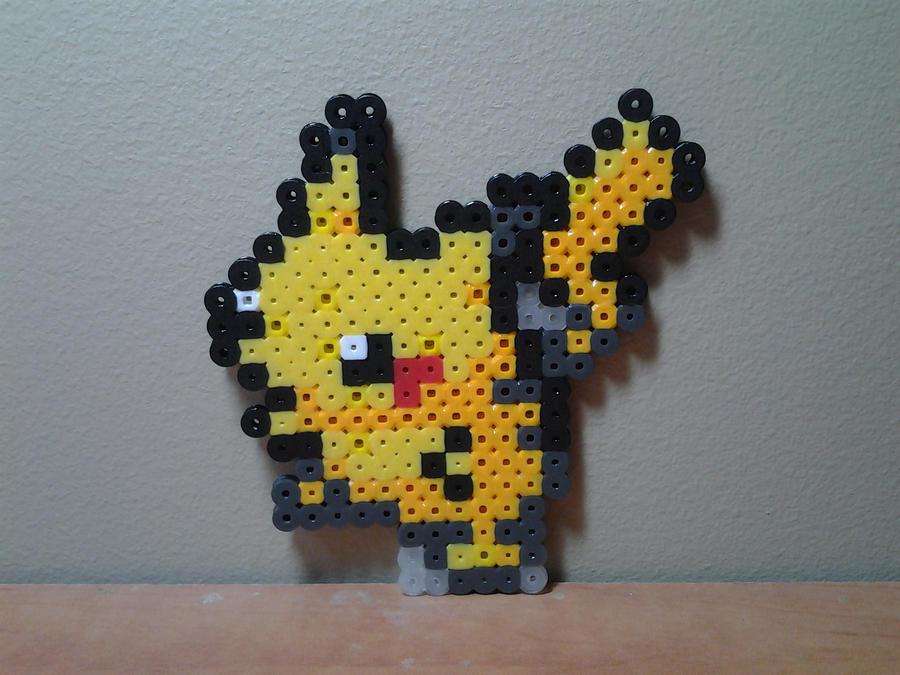 Perler bead pikachu by seanacid
