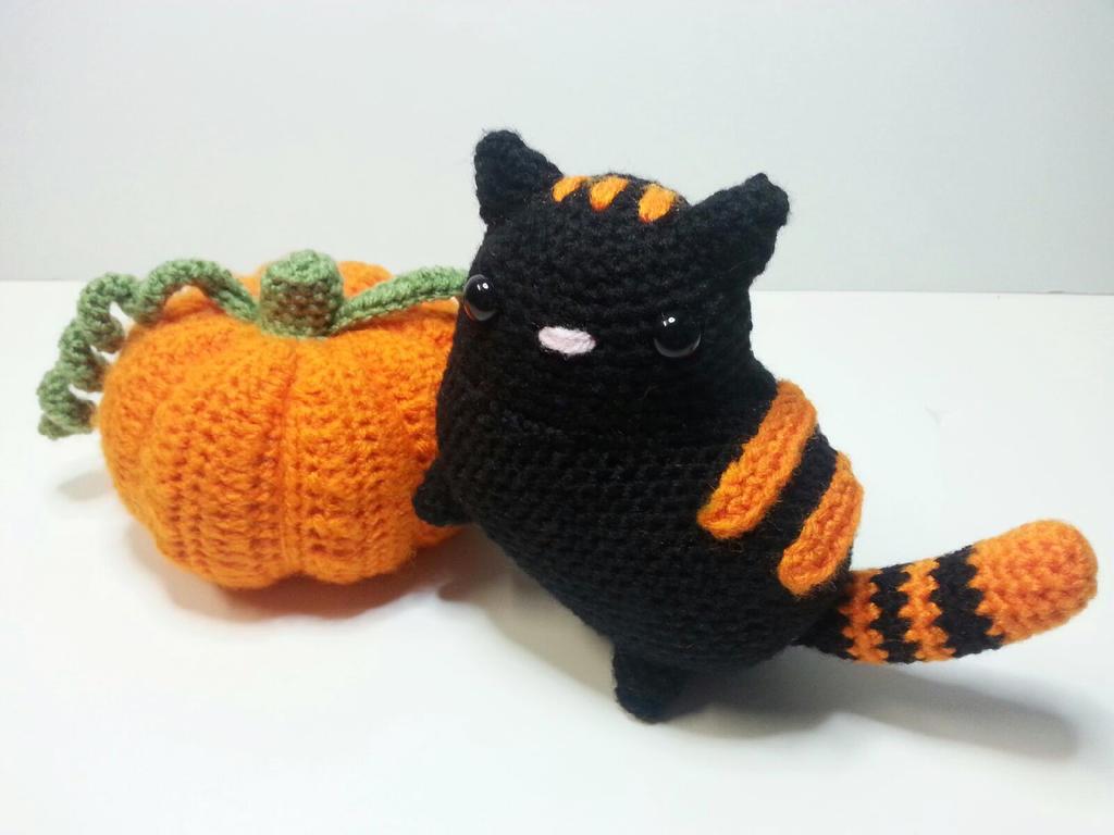 October the Cat by Heartstringcrochet
