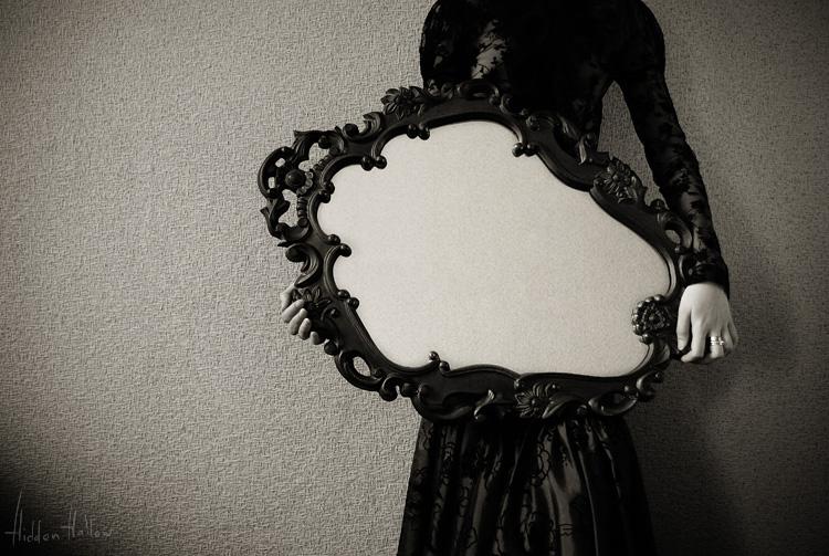 Mirror Mirror by hiddenhallow