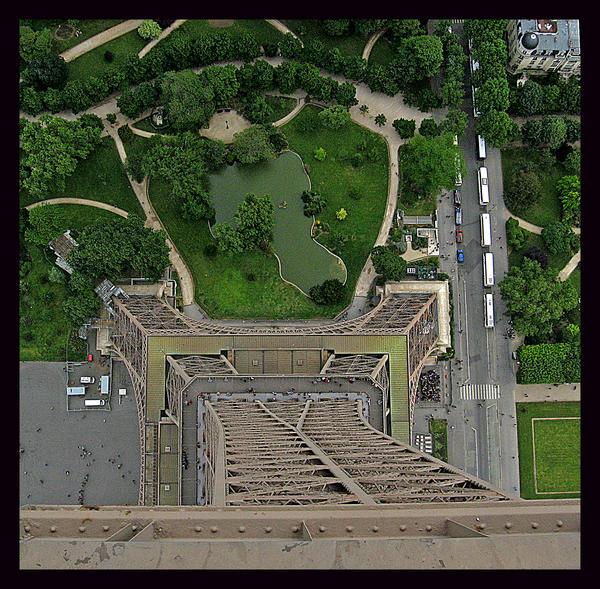 Looking Down by XxXBiancaXxX