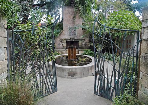 Lormet-courtyard-0134f3g-sml